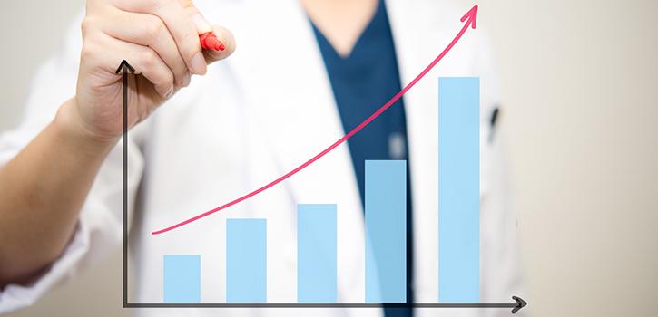 増加する医師の数